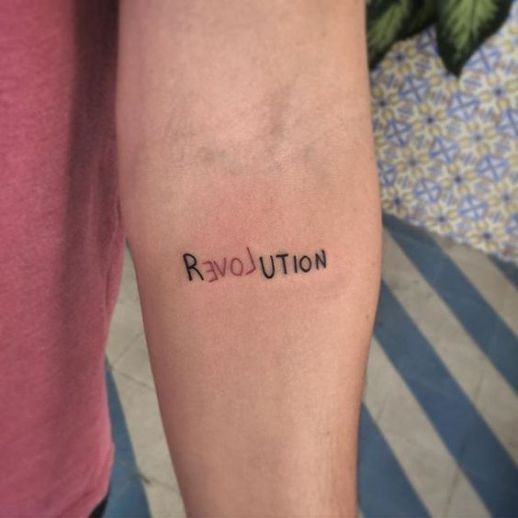 Photo of Frase: Revolution Love – Tatuajes para mujeres   – Tatuajes