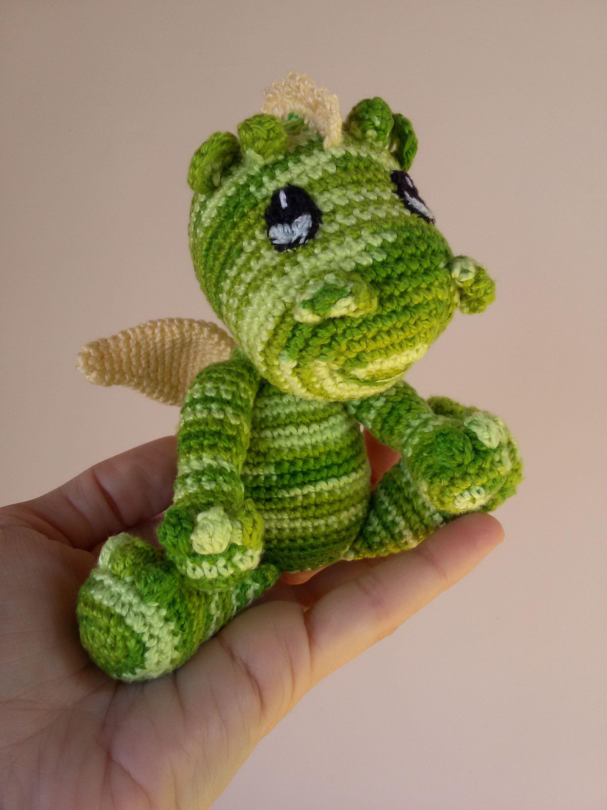 Baby Dragon Amigurumi - Bebê dragão amigurumi. Free pattern found on ...