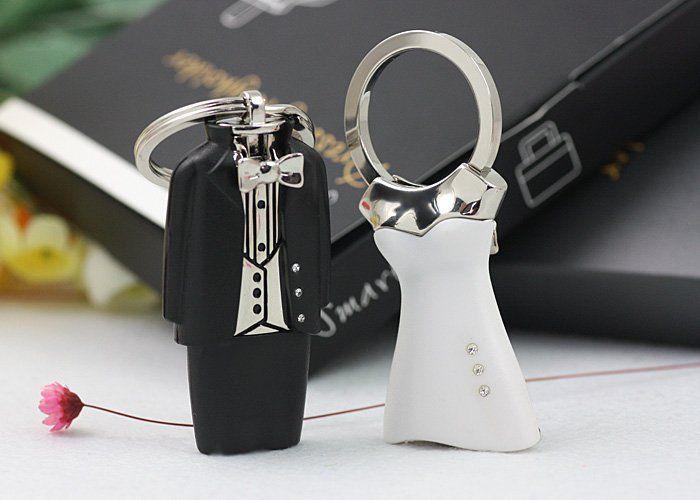 Bride And Groom Dressing Keyholder Wedding Favors Gifts