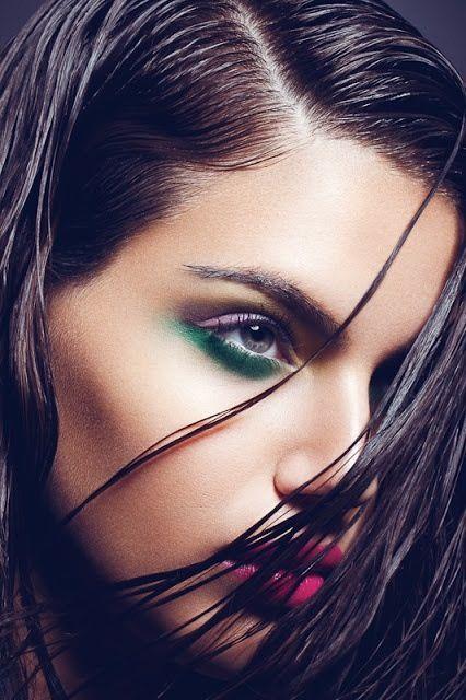 Green eye make-up