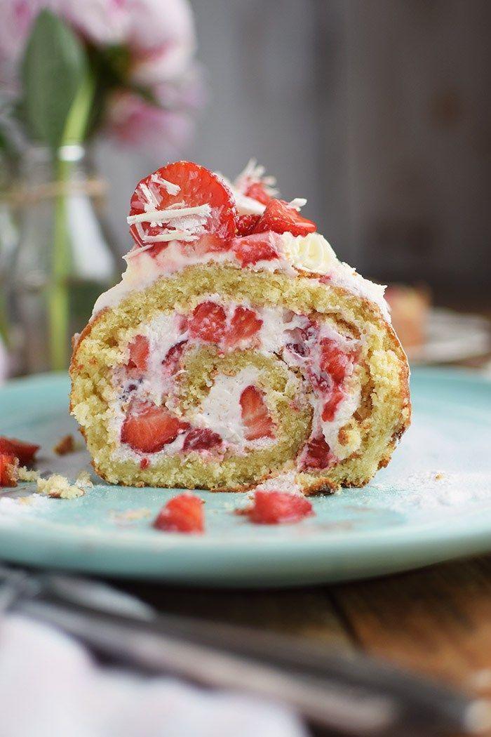 Erdbeer Quark Biskuitrolle - Strawberry Cake Roll