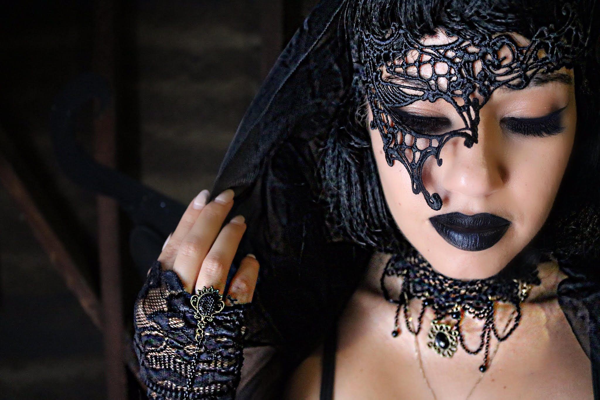 DIY Halloween Costumes! Eman Vampire costume diy, Diy