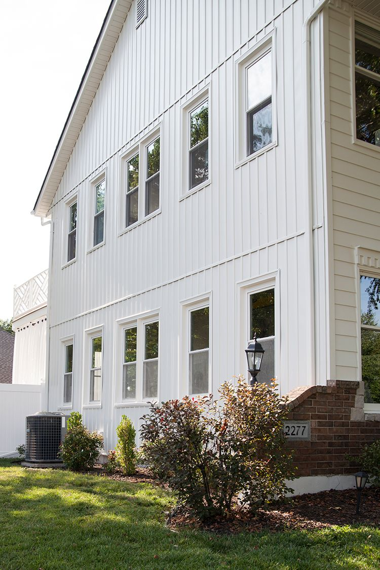 Painting Vinyl Siding And The Best Exterior White The Makerista Painting Vinyl Siding Vinyl Siding House Vinyl Siding