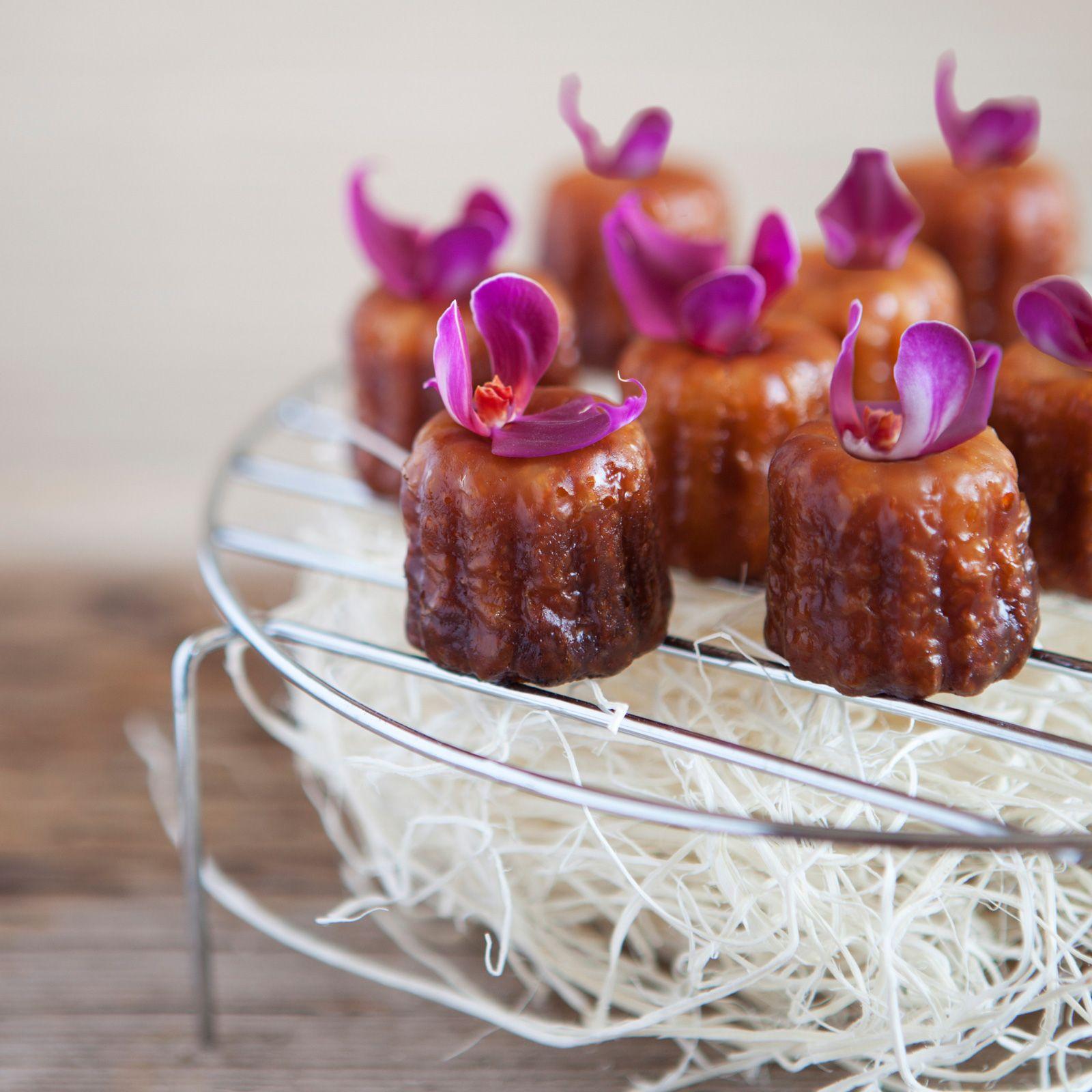 Découvrez la recette Cannelés à la fleur d'oranger sur cuisineactuelle.fr.
