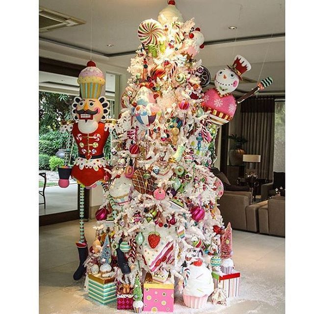Saving up buying xmas decors, just hang/ tie your gifts on the tree - christmas decors