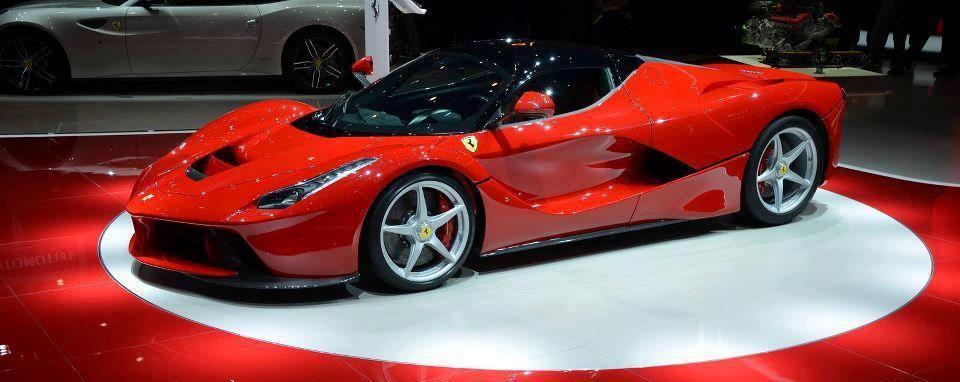 Pin Oleh Tips On Purtips Di Ferrari Vs Lamborghini Mobil Sport Mobil Mobil Balap
