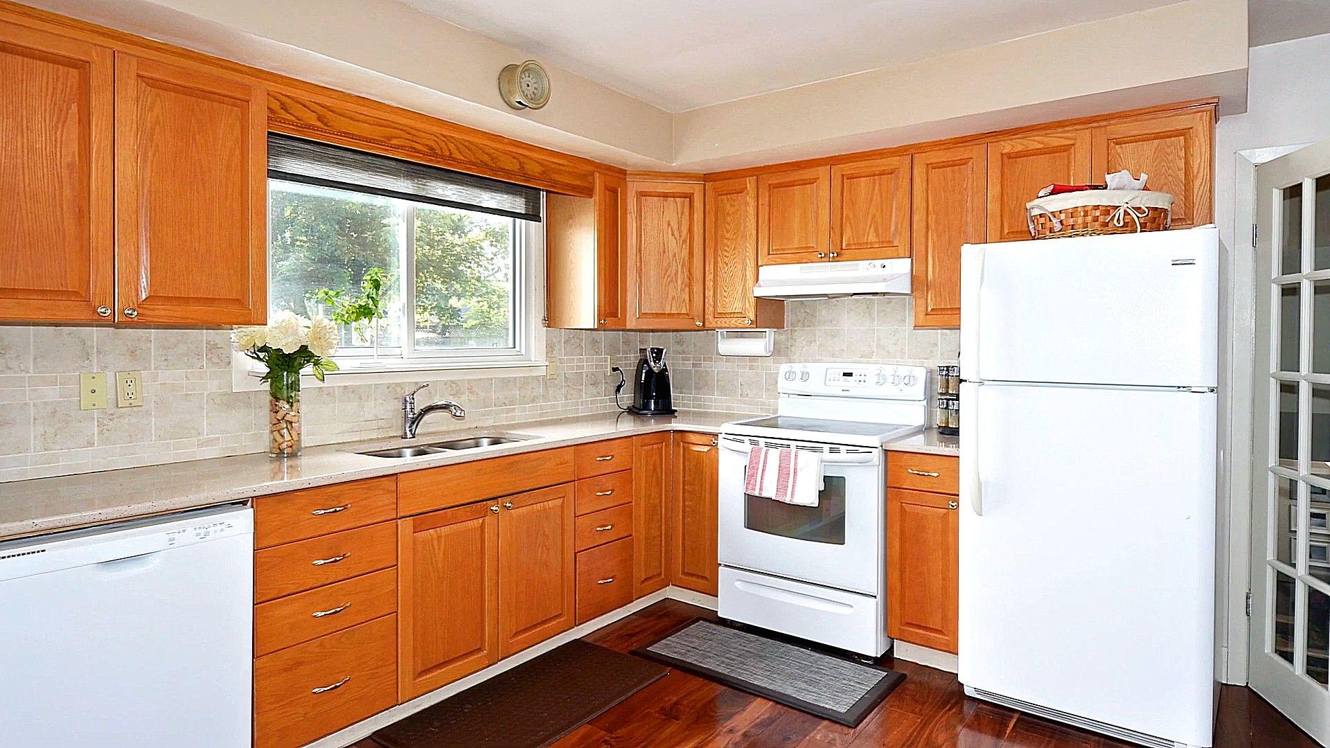 Kitchen Ideas Light Oak Cabinets (Dengan gambar)