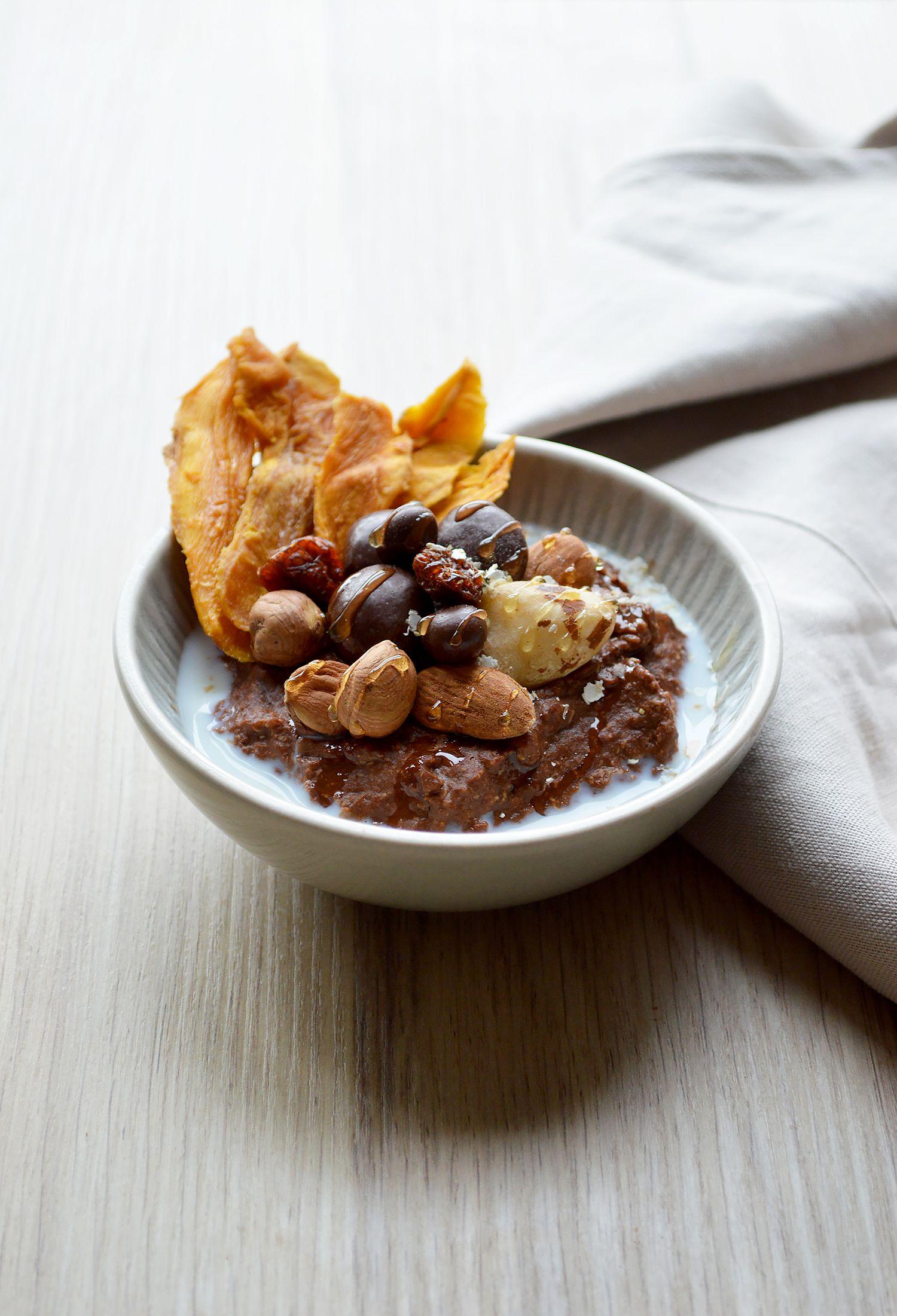 Ce matin, je vous fais découvrir mon nouveau bowl sans gluten aux flocons de quinoa et cacao, le tout avec une texture ultra fondante!! Tout ça grâce aux produits de chez Typica Bio, dont ce cacao du Pérou qui est une pure merveille. Pour obtenir la texture bien crémeuse du fudge, j'y ai aussi ajouté...
