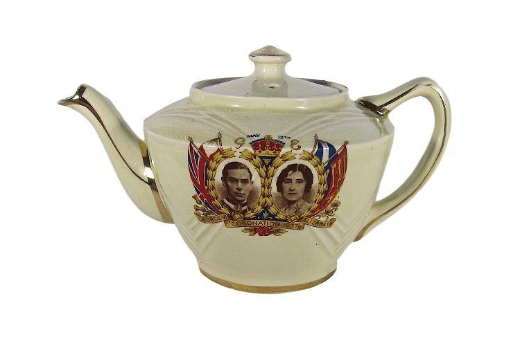 English Commemorative Coronation Teapot King George VI