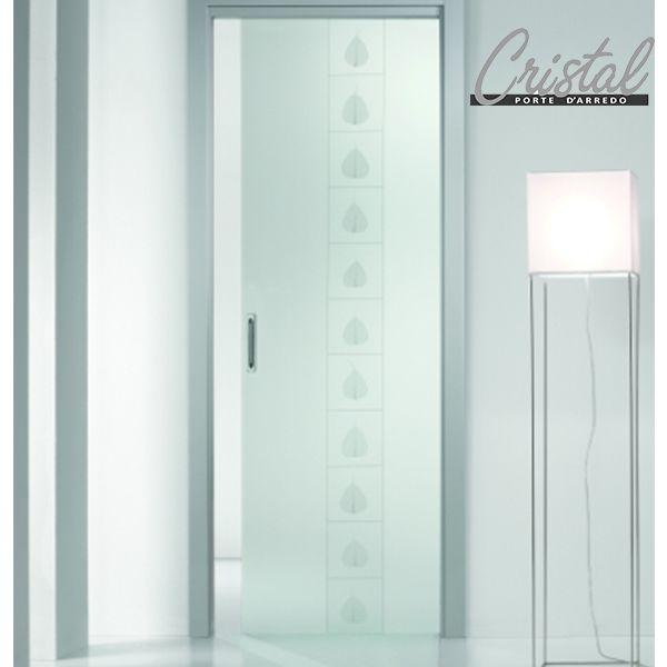 Equilibrio e luce. La porta scorrevole interno muro Gange di Cristal ...