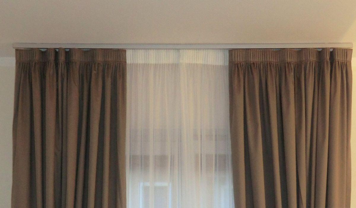 Pin di mary f su tende curtains house styles e carpet - Tende per stanza da letto ...