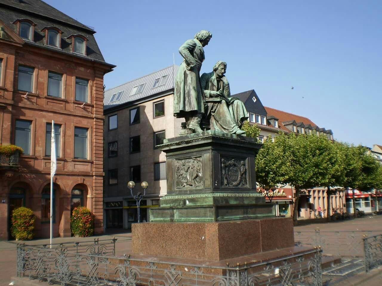 Die Brüder Grimm auf dem  Marktplatz