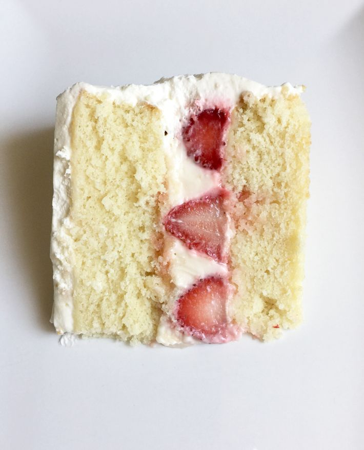 Strawberry cake filling recipes 2 tasty varieties strawberry is this strawberry cake filling gorgeous or what learn how to do it yourself at solutioingenieria Gallery