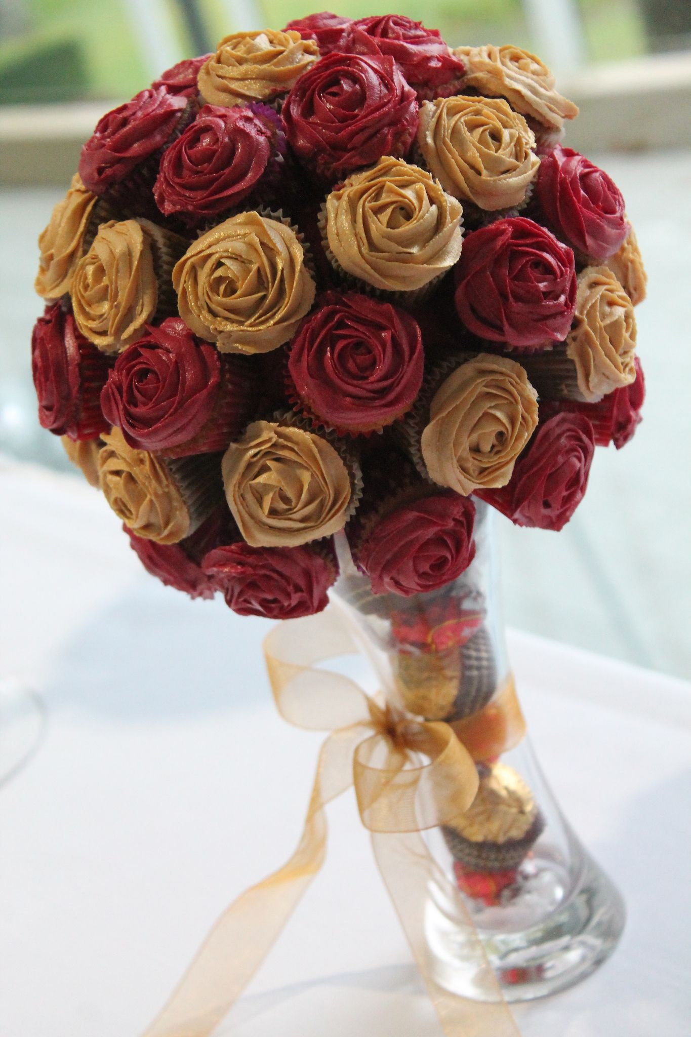 Red And Gold Cupcake Bouquet Cakes Pinterest Cupcakes Gold