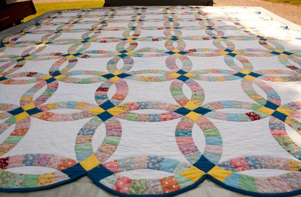 Double Wedding Ring Quilt History From Yesterday To Today Double Wedding Ring Quilt Wedding Quilt Double Wedding