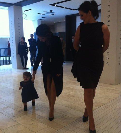 Harper Beckham: Taking little steps!