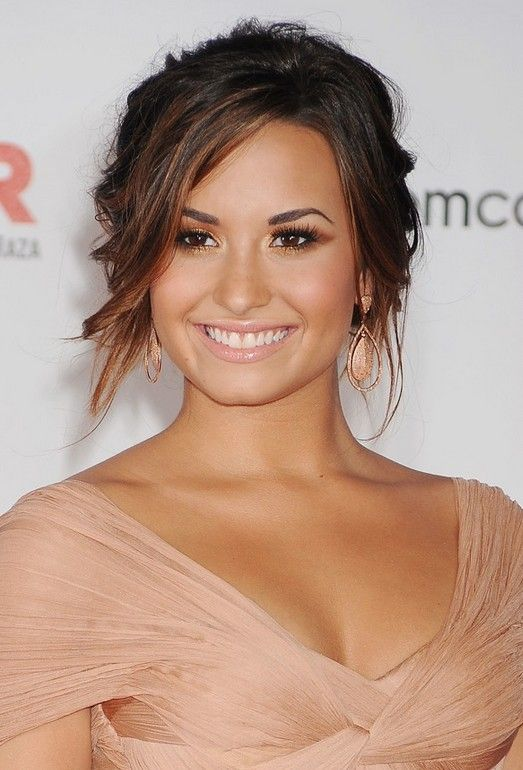 Celebrity Hairstyles: Demi Lovato's Ombred Updo With Bangs - http://www.curly-hair-styles.com/curly-hairstyles/celebrity-hairstyles-demi-lovatos-ombred-updo-with-bangs.html