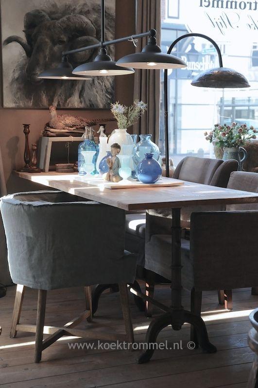 tafel met gietijzer onderstel in Franse stijl