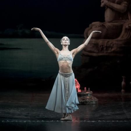 "Natalia Osipova in ""La Bayadere"" (Act I) - Mikhailovsky Theater. Photo by Nikolay Krusser"