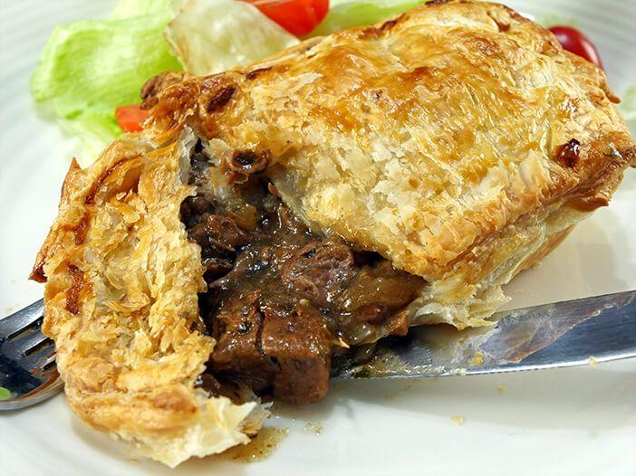 Chunky Slow Cooker Steak Pie | Recipe in 2020 | Steak pie ...