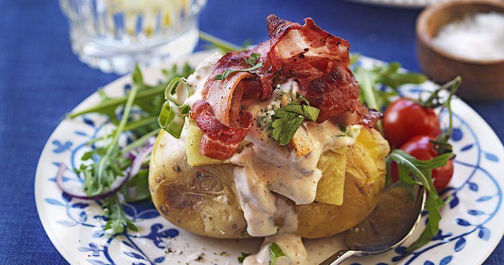 baka potatis i mikrovågsugn