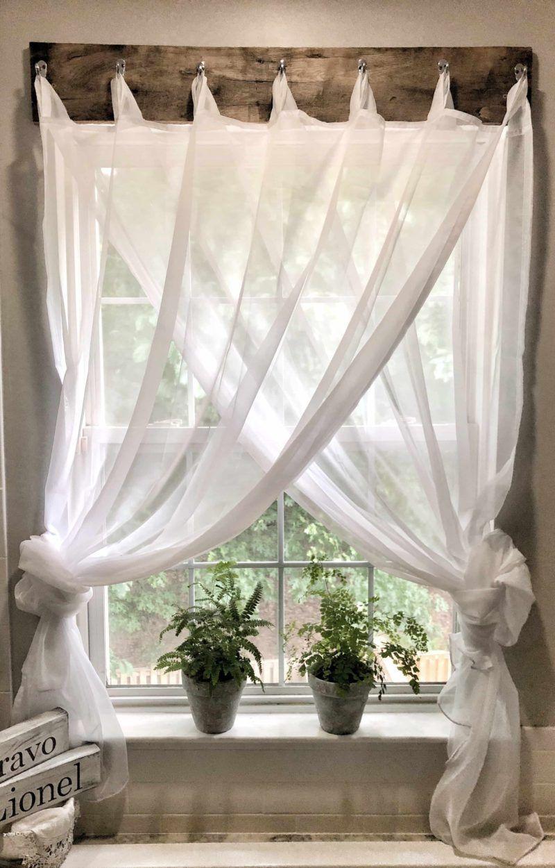Simple Farmhouse Window Treatments  Deco maison interieur, Idée
