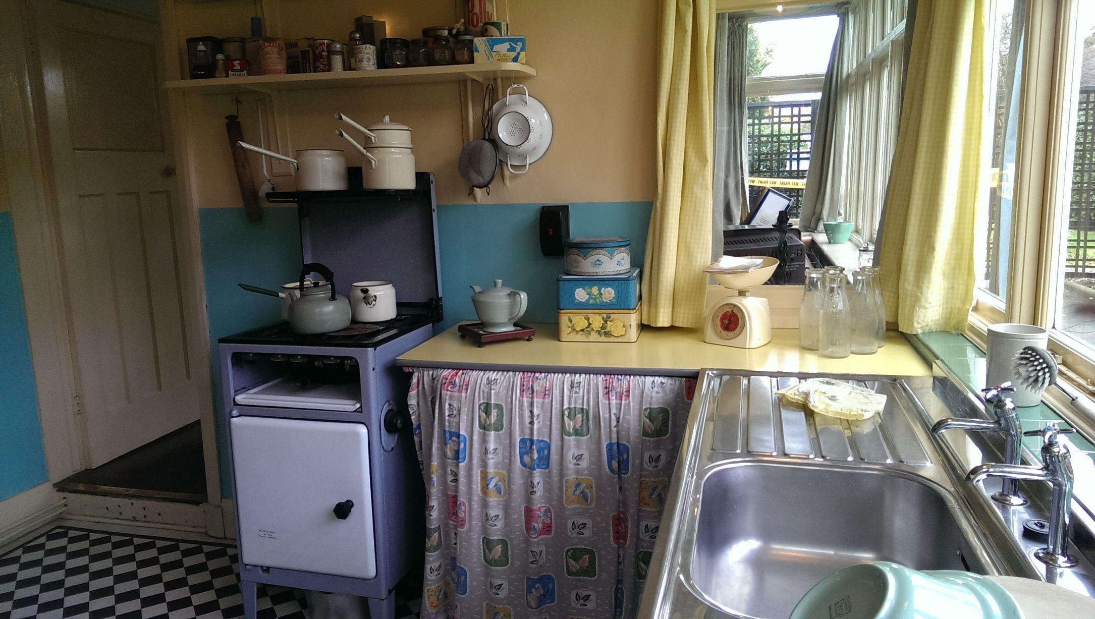 Kitchen And John Lennon S Home Mendips John Lennon Paul Mccartney Lennon And Mccartney John Lennon Beatles