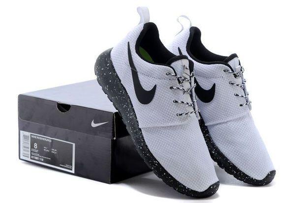 n061 - Nike Roshe Run (Oreo Black/White