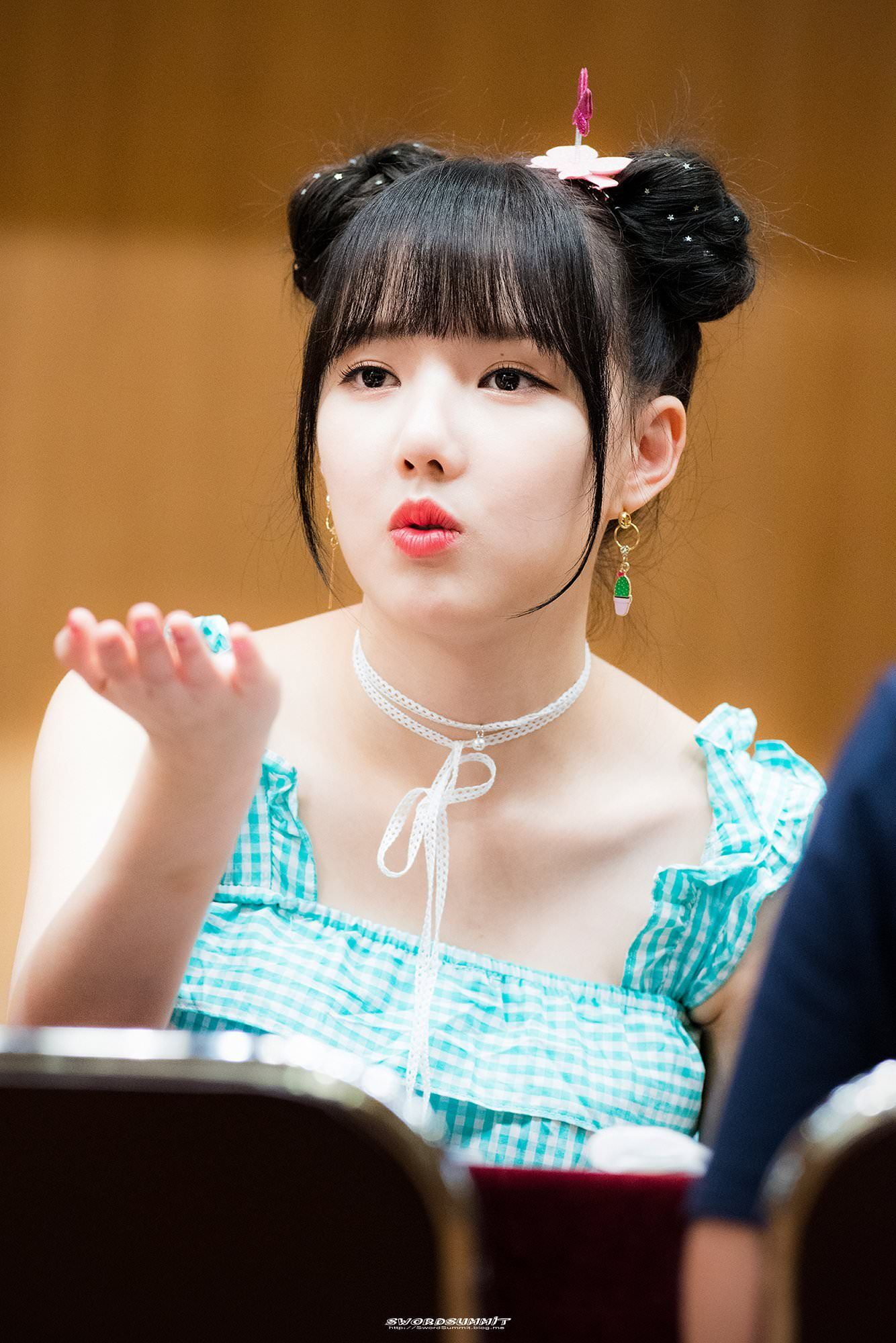 Yerin Blowing A Kiss