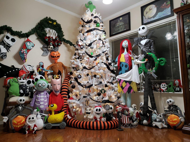 Awesome Nightmare Before Christmas Tree & Decoratio