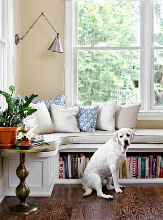 Gemütliche Sitzbank Am Fenster Helle Leseecke Einrichten