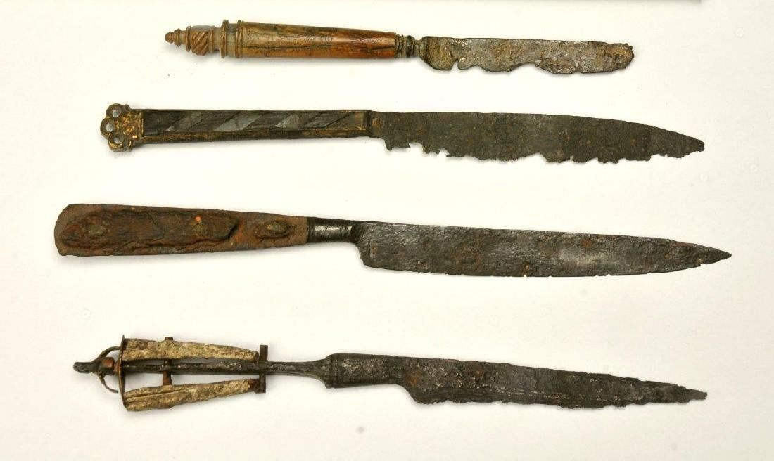 A Lot Of 4 Gothic Knives 15th 16th Century Oct 04 2018