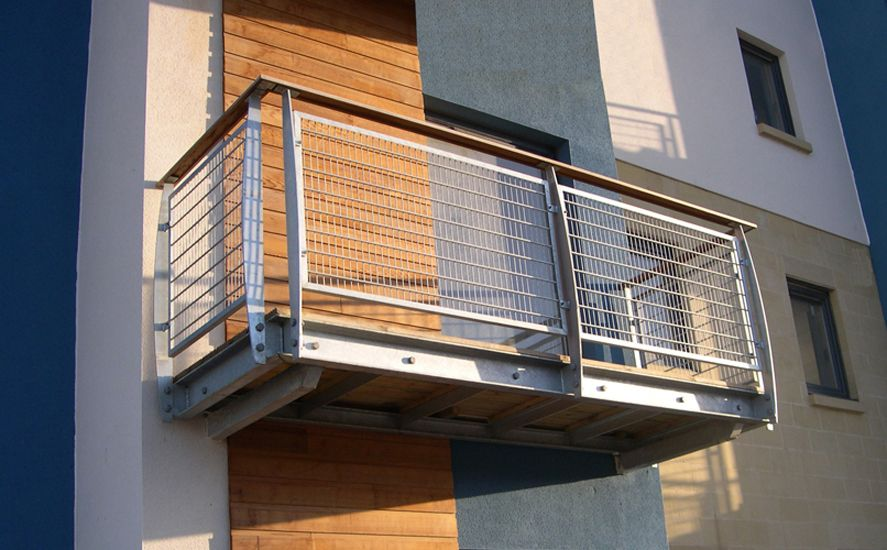 balcony featuring mild steel profiled posts timber decking mesh in fill and timber handrail. Black Bedroom Furniture Sets. Home Design Ideas