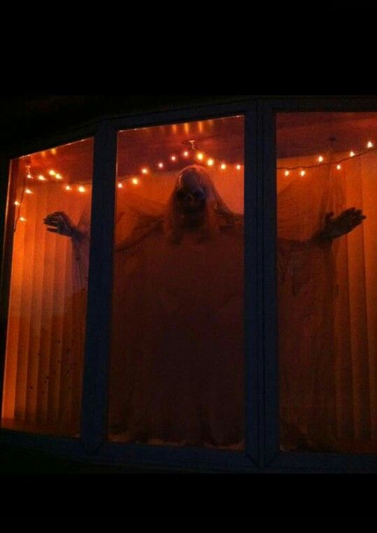 Great Idea For A Bay Window R R Halloween Window Decorations Halloween Window Display Halloween Window