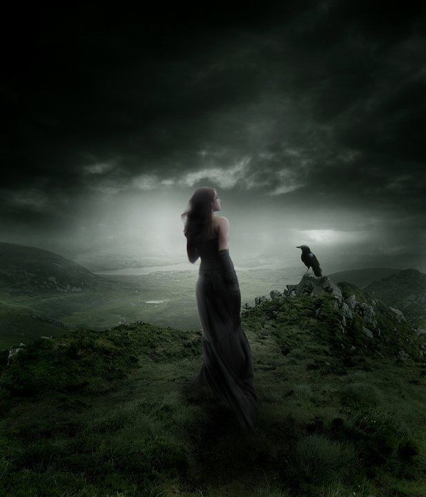 La Divinidad Nyx es la Divinidad por excelencia, a ella está sometida toda la Creación, así como la oscuridad, la muerte y cuanto mora en ambos reinos (luz y oscuridad); de gran inteligencia y bondad, así como de fuerte carácter...sus hijos son Hypnos (domina en los sueños) y Thánatos (domina sobre la muerte, la oscuridad y el terror), se la considera una Divinidad amable, bondadosa, muy inteligente y de gran belleza, siempre dispuesta a ayudar, siempre y cuando no contraríe sus intereses.