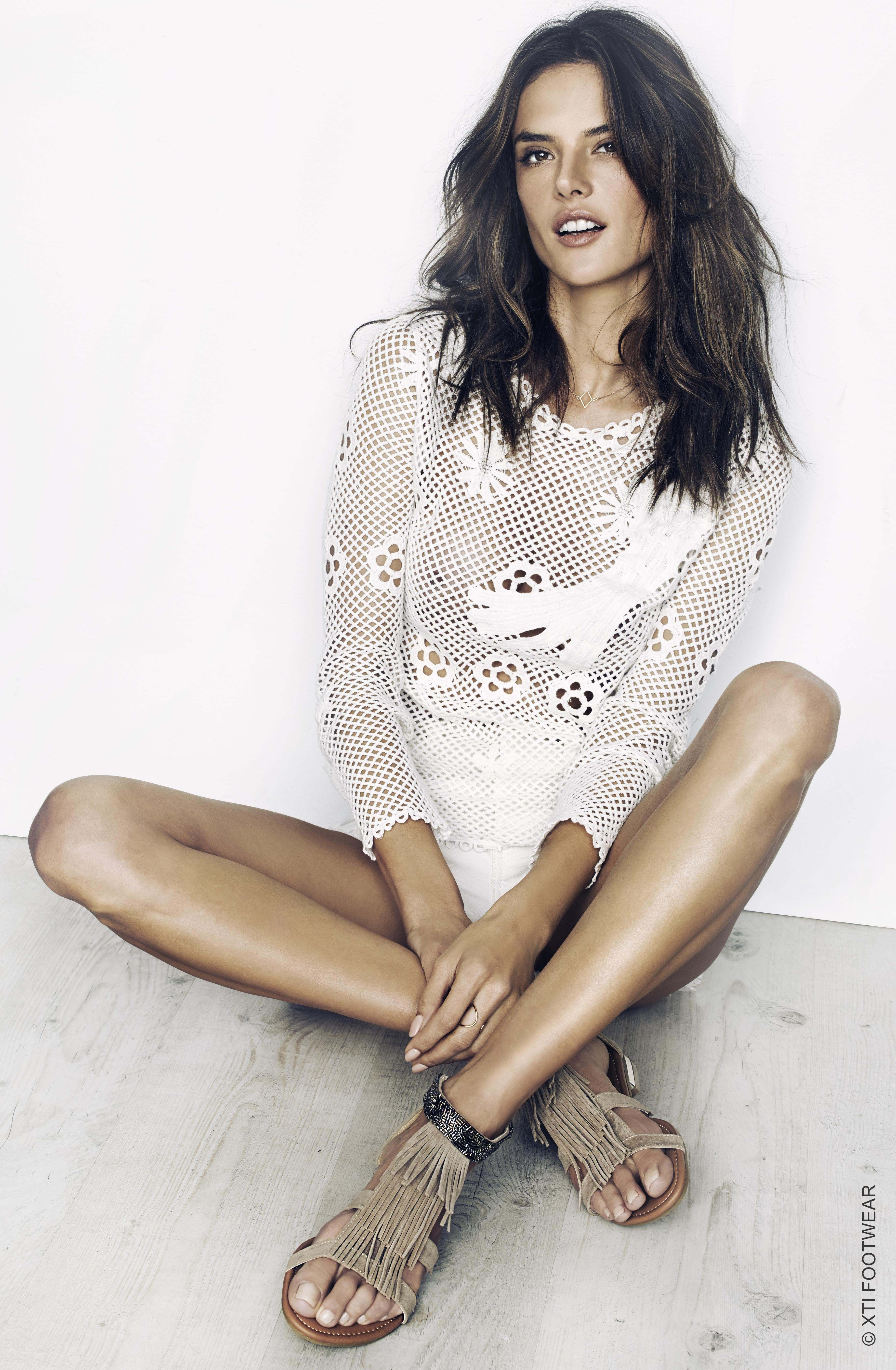 Alessandra Ambrosio s Feet    wikiFeet   A Weeklyfeet program ... 7fe3989743ec