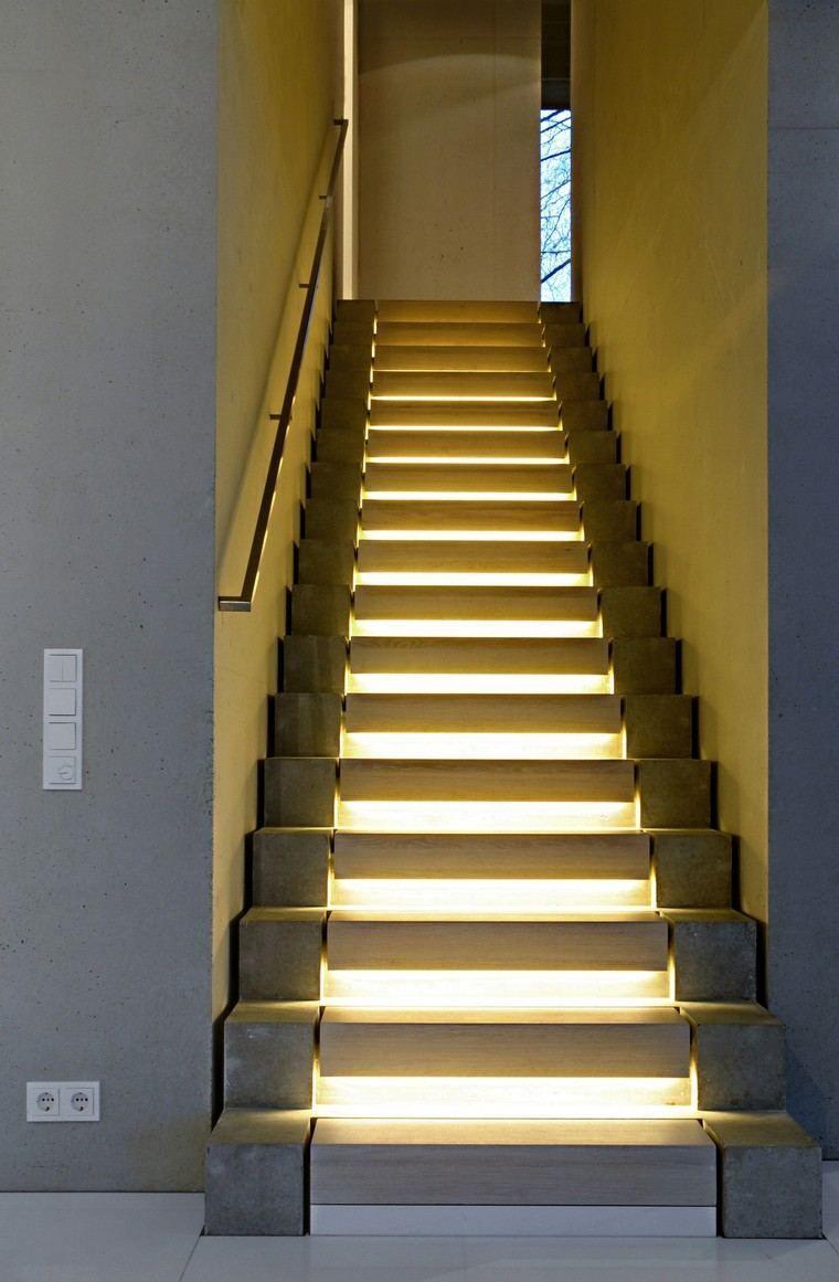 Holztreppe für ein modernes Interieur und Natur #holztreppe ...