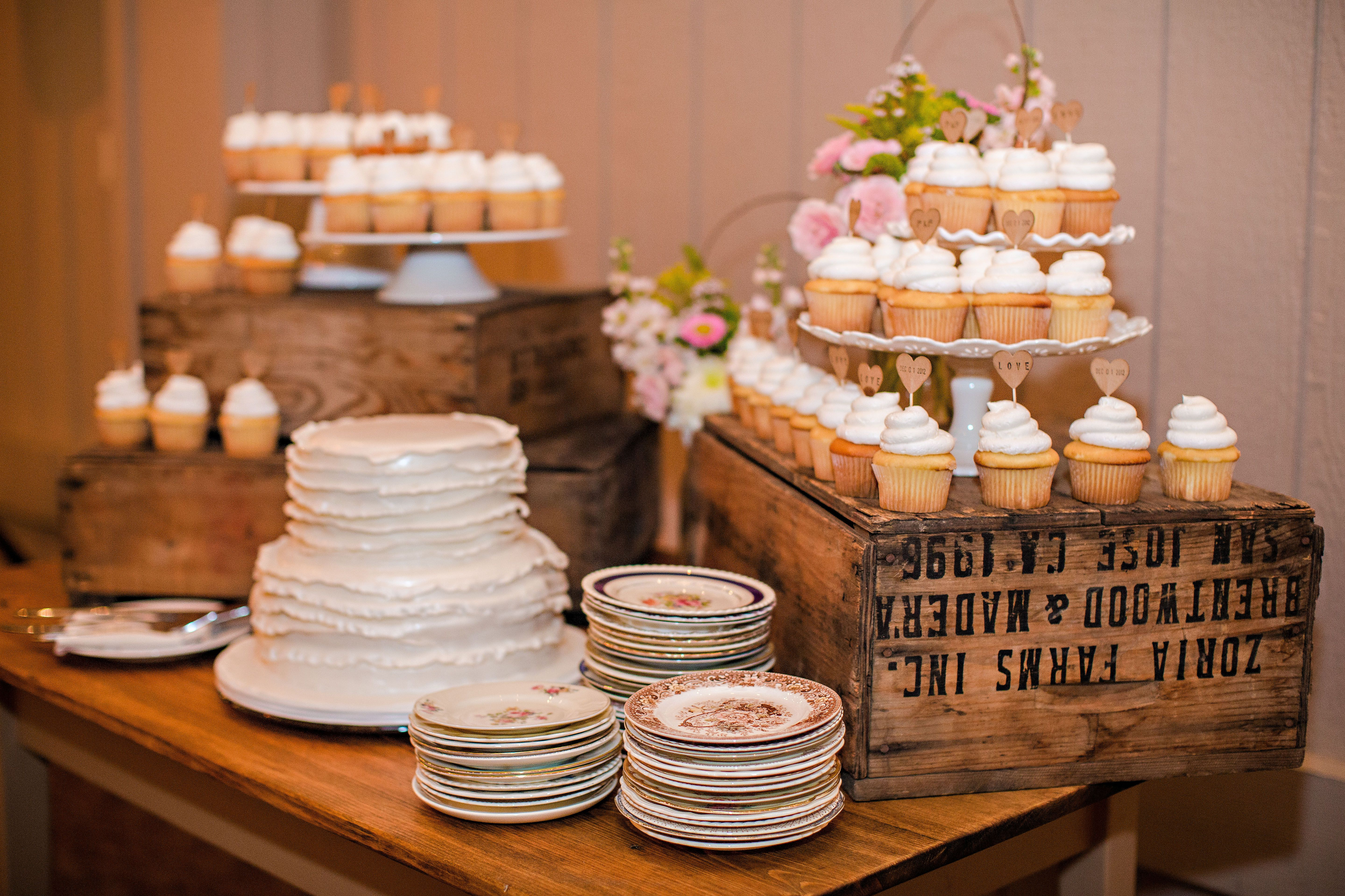 Pin By Suburban Events On Wedding Wood Wedding Cakes Rustic