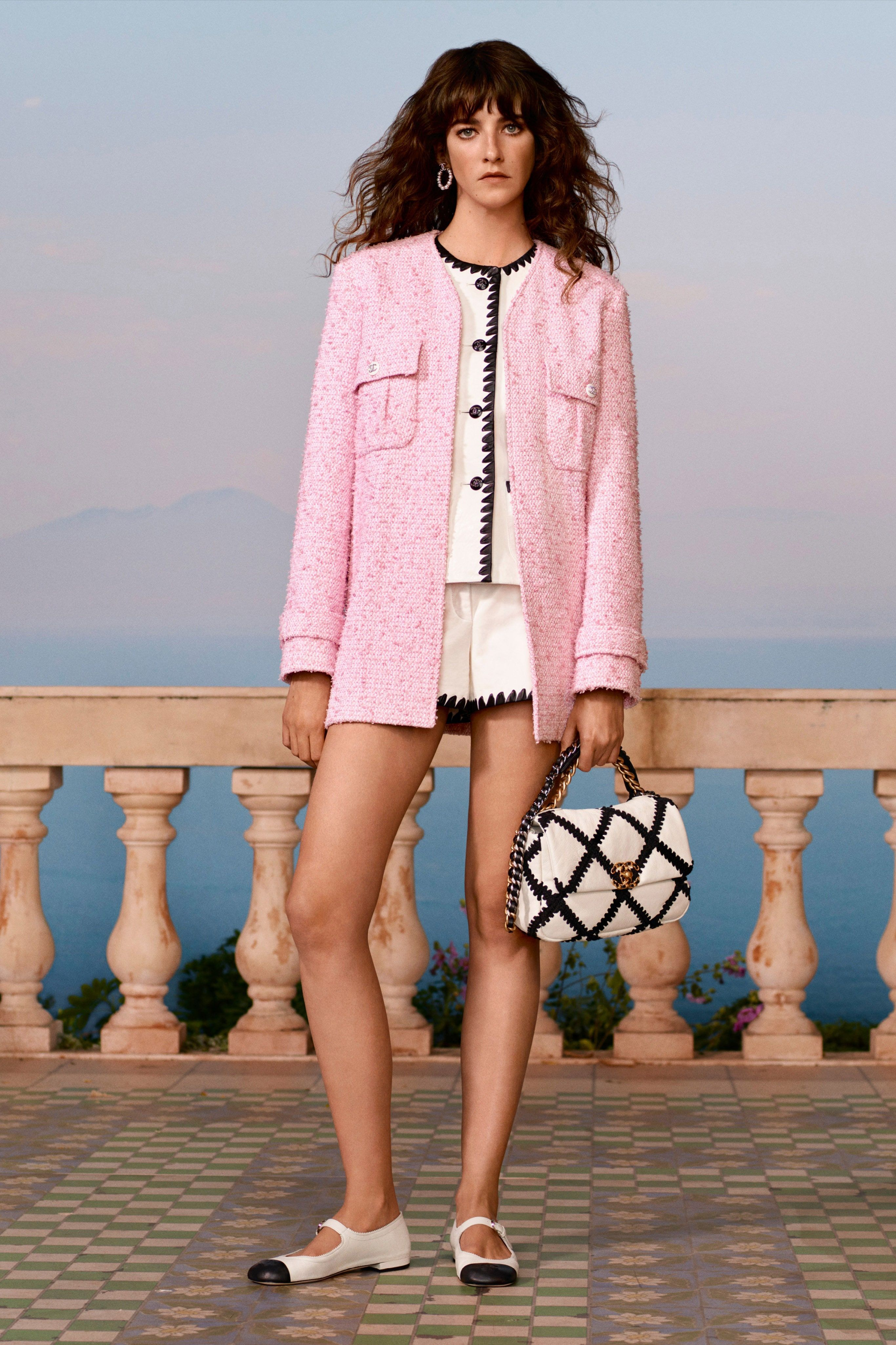 Chanel Resort 2021: Minimalist Suit with Shorts and Pink Coat | Clothia in 2020 | Chanel cruise, Chanel resort, Fashion