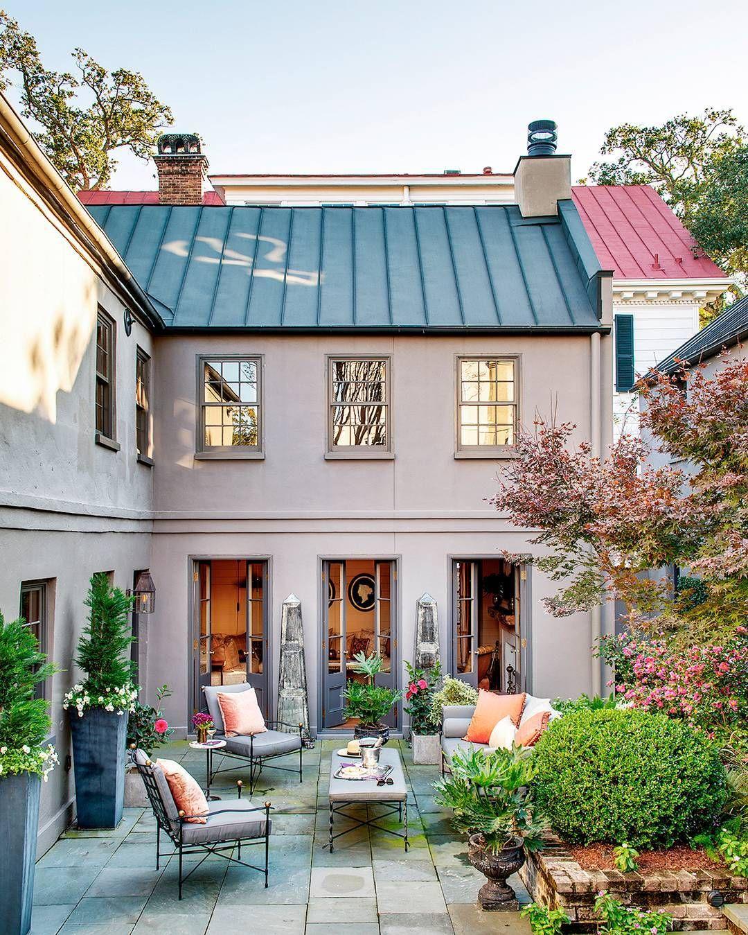 House Beautiful Housebeautiful V Instagram Courtyard Goals Trevortondro Design Cameronstewartdesign Outdoorliving Insta Arkitektur Hus Utendors