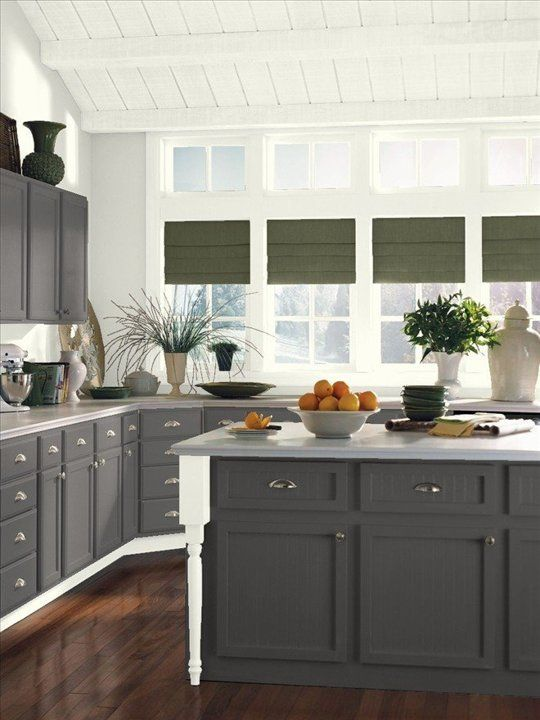 Easy On The Eyes 5 Gray Cream Kitchens And The Perfect Off White Paint Color Kitchen Inspirations Kitchen Cabinet Colors Benjamin Moore Kitchen