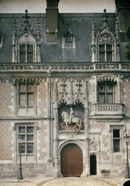 Porte D Entree Du Chateau De Blois Description Photo Prise Vers