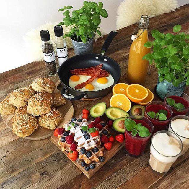 WEBSTA @ pernille_krogh - Snart klar til søndagsbrunch med min tvillingebror og lillebror☕️ Det er sidste gang i meget lang tid, at vi alle tre er samlet✈️#sunday #sundayfunday #weekend #goodtimes #love #family #breakfast #brunch #lunch #delicious #tasty #yummy #food #foodporn #nutrition #inspiration #healthy #healthyfood #fit #fitspo #søndag #sundhed #hygge #morgenmad #frokost #familie #helg #hälsa #frukost #mys