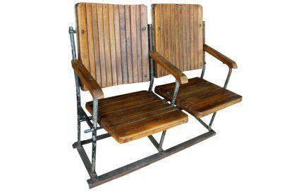 Cette série de sièges de cinéma par 2 est massive et très élégantes. Les sièges sont en teck épais, et l'ensemble est consolidé par une structure métallique forte et assez lourde. Ceux-ci sont rabattables. Origine : Inde. Dimensions : H89 x L100 x P55 www.narreo.fr