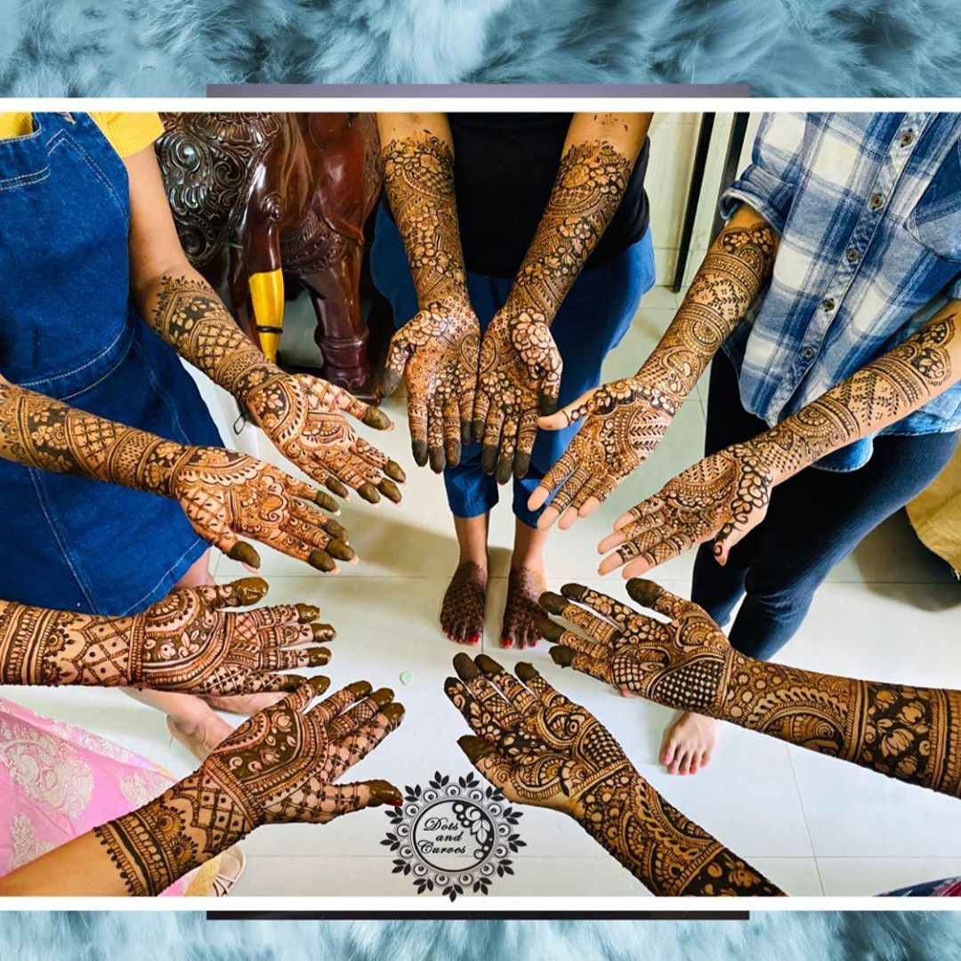 """Dots And Curves Henna on Instagram: """"Bridal and guests mehndi ❤️  Dm us for bookings and queries 😊     Follow @dotsandcurves  #dotsandcurves #bridalmehandi #bridaldesign…"""""""