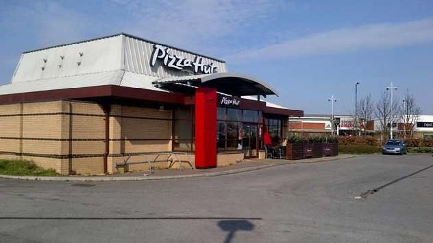 The Pizza Hut Restaurant On Althorp Road In Kingswood Retail