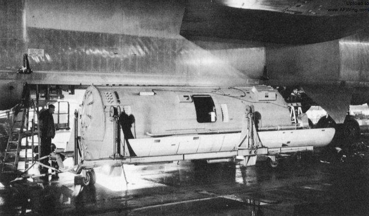 Imagini pentru B 52 RECONNAISSANCE CAPSULE