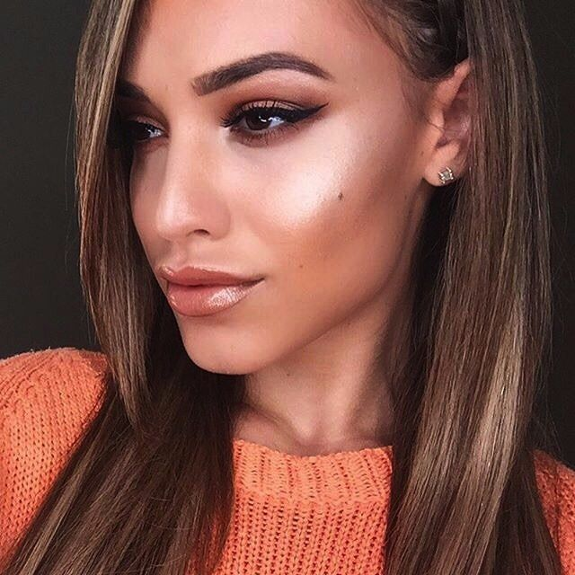 BROWS: #BrowWiz in Chocolate  GLOW: Crushed Pearl Highlighter from the Gleam Glow Kit  #anastasiabrows #glowkit