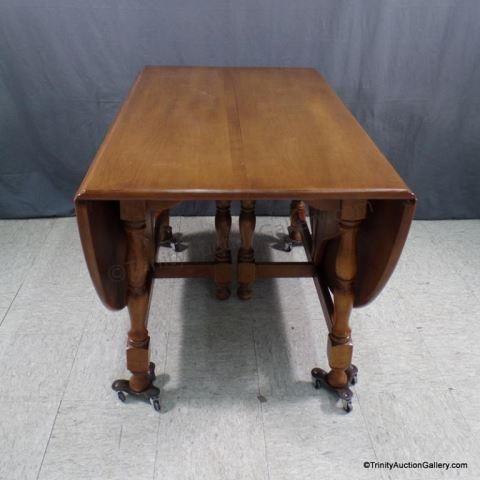 Lot 188 Pennsylvania House Maple Drop Leaf Dining Table