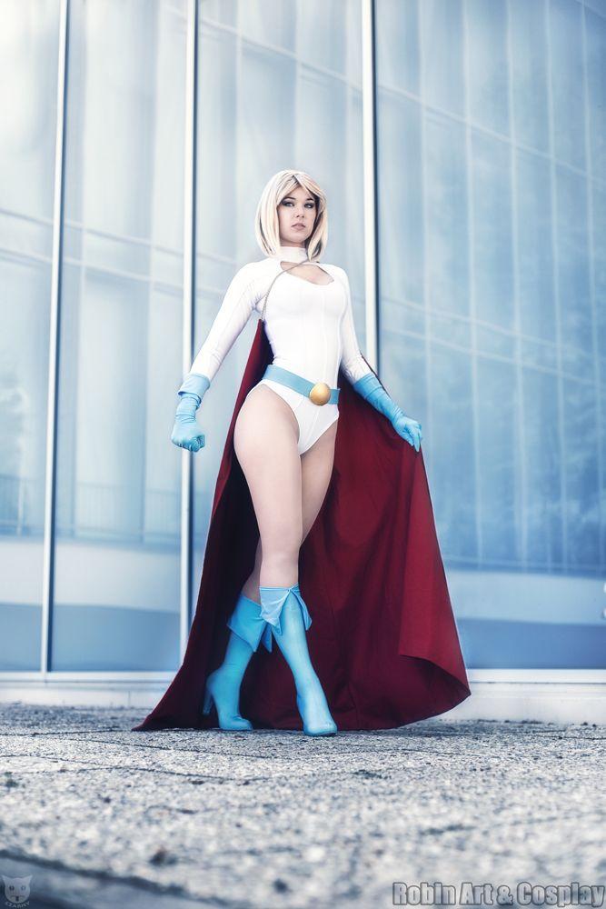 Character: Power Girl (Kara Zor-L, aka Karen Starr) / From: DC Comics 'Power Girl' & 'Justice Society of America' / Cosplayer: Cynthia Drachovsky (aka Biseuse, aka Robin Art & Cosplay) / Photo: Foto Czarny (2016)